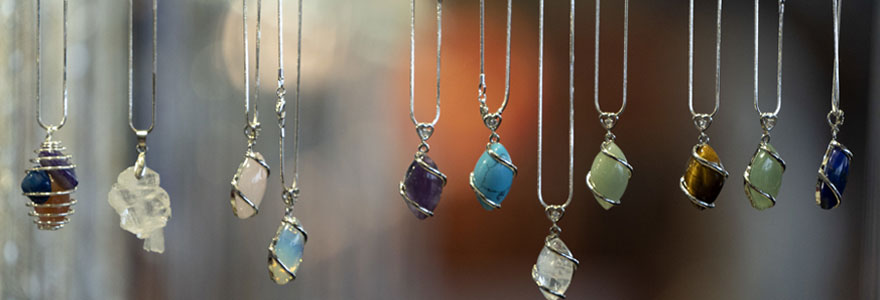 Porter des bijoux en pierres naturelles